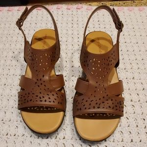 Easy Street ladies sandals. NWT. Sz 8.5 M